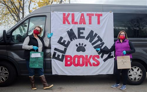 Klatt staff with book van
