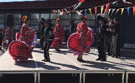 Students dancing celebrating their Mexican culture
